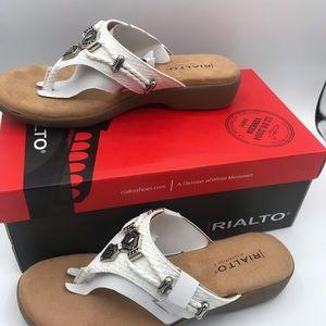 Rialto Comfort women's Bailee White Sandals NWT